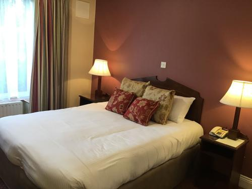 Business-Single room-Ensuite with Shower-Courtyard view - Base Rate