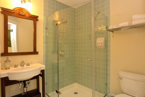 Queen-Ensuite-Standard-The West Wing