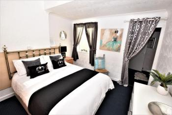 Bridle Lodge Apartments - Apartment 4 Bedroom
