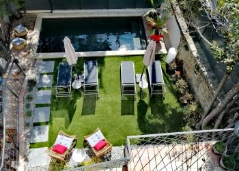 La Maison Grivolas - Piscine et coin vert
