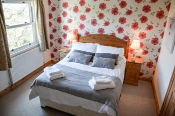 Double Bedroom in Golitha with beautiful countryside views