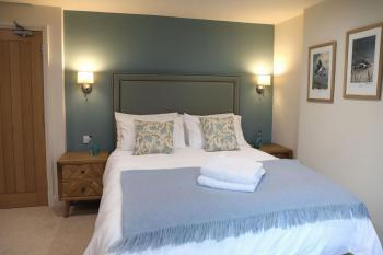 Double room-Deluxe-Ensuite with Shower-River view-Room 2