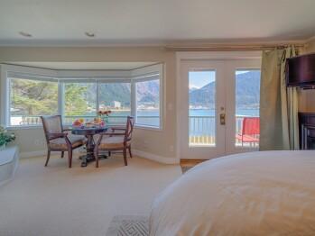 Penthouse-Jacuzzi-Romantic-Ocean View-Penthouse Honeymoon Suite
