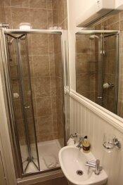 Kirkwood Guest House - Room 5 - 4 Poster Bathroom
