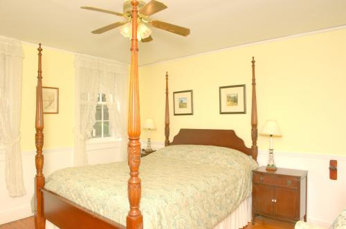 C4 Carriage House -Queen -Queen-Ensuite-Deluxe-Countryside view