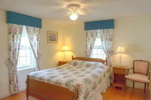 C6 Carriage House -Queen -Double room-Ensuite-Queen-Countryside view