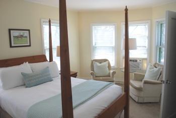 Queen-Standard-Ensuite with Shower-Room 24