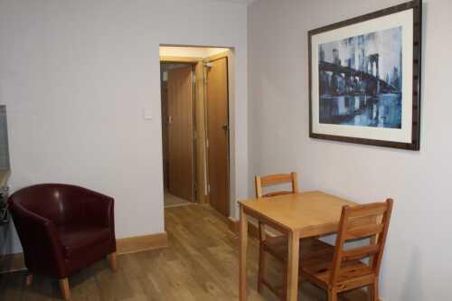 Apartment-Deluxe-Private Bathroom-Room 6