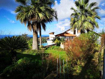 Haus mit Pool und Meer im Hintergrund © Ferienwohnung Casa Belle Vacanze