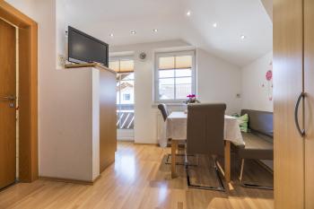 Apartment-Standard-Eigenes Badezimmer-Bergblick