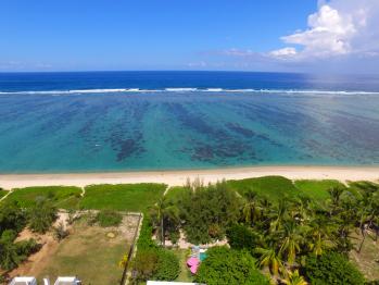 vue aérienne jardin, plage et lagon