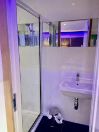 Room 4 Standard Twin Bathroom