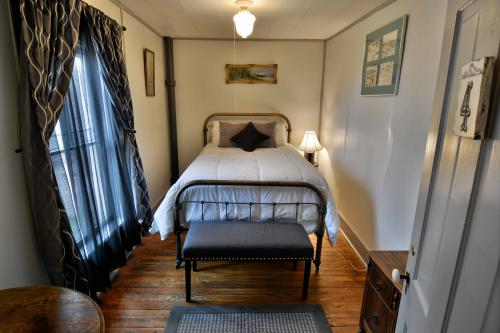 #4-Double room-Shared Bathroom-Standard-Street View - Base Rate