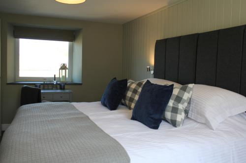 Deluxe-Double or Twin-Ensuite with Shower-Sea View-Porthkerris - Breakfast Included