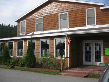 Pinetree Lodge & Cabins - Exterior View Main Builiding (Lobby)