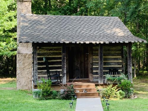 Rynders-Log Cabin-Private Bathroom - Base Rate
