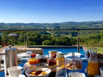 Villa Lascaux - Petit déjeuner avec vue sur la vallée