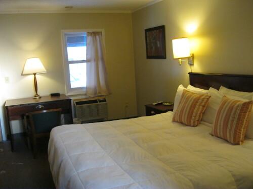 Pines Queen Room