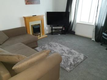 2 Bed Apartment B70 off M6 with free parking -