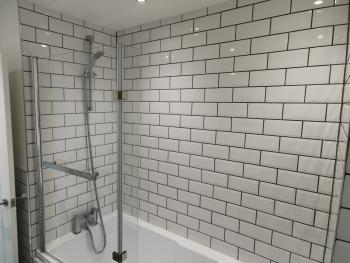 Leazes Suite - Bathroom with Full Bath and Shower