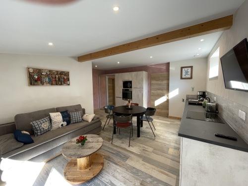 Gîte-L'EDEN 3 étoiles PMR-Design-Salle de Bain amenagée-Terrasse