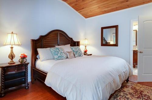 Double room-Ensuite-Standard-Caribbean Breeze  - Base Rate