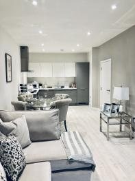 Snapos Luxury Serviced Apartments – Meridian House - Bedford - Living room