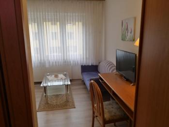 Einzelzimmer-Einfach-Ensuite Dusche-Stadtblick-1.OG  - Base Rate