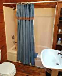 Dusty's Cabin Bathroom