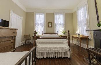 Triple room-Ensuite-Standard-Front Room