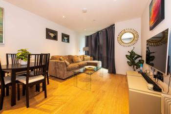 Serene 2 Bed in Central London - Living Room