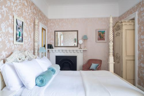 Double room-Ensuite-Hollerday – Four-poster