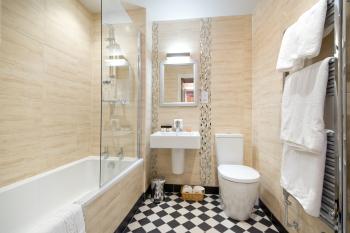 King Size En-Suite Bathroom