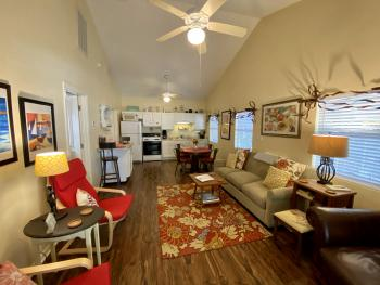 Cottage-Ensuite with Shower-Suite-Street View-Texas Cottage