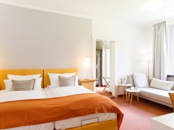 Doppelzimmer Ensuite Dusche Gartenblick 28 m²