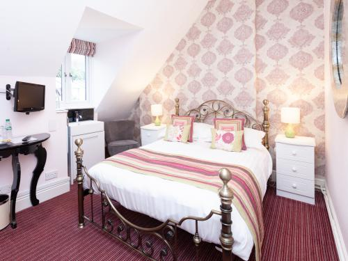 Double room-Economy-Ensuite with Shower - Base Rate