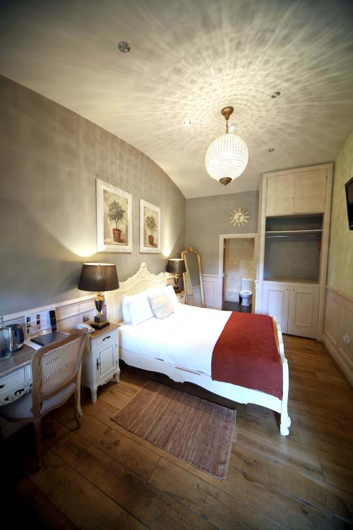Double room-King-Ensuite with Shower-Garden View