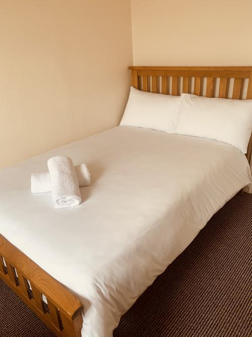 Single room-Standard-Ensuite with Bath-Street View - Base Rate