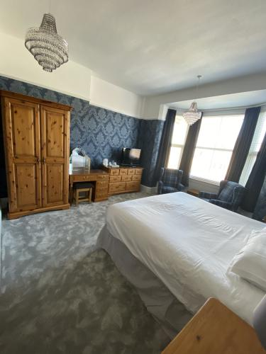 King-Luxury-Ensuite with Shower-Sea View-Room 15