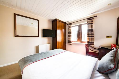 Double room-Club-Ensuite with Bath-Courtyard view - Base Rate