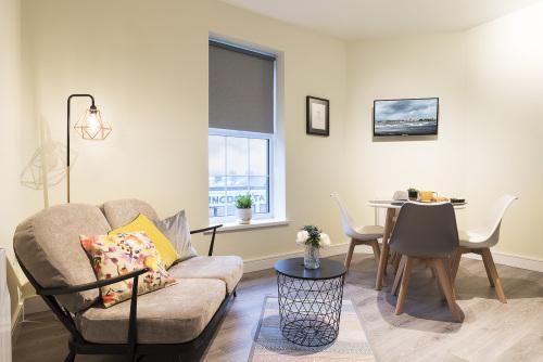 2Bedroom-Superior-Street View-Ensuite-Apartment
