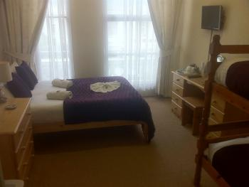 Family room-Ensuite-Sleeps 4 (with Bunk Beds)