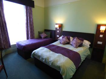 Double room-Standard-Ensuite with Shower-Street View-Double Room 3 - Base Rate