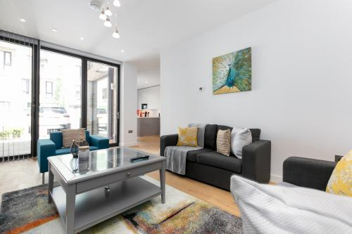 LT Greenwich 3 Bed-House-Ensuite with Shower - Base Rate