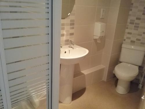 Standard-Twin room-Ensuite with Shower - Base Rate