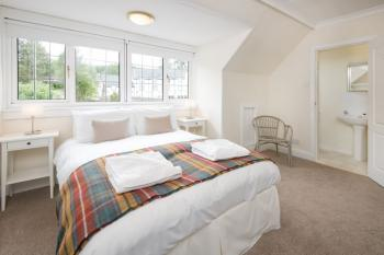 Double room En-suite with shower Bed and Breakfast