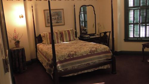 18 St. Brigid Queen Room-Queen-Ensuite-Standard - The Fig & The Pheasant Rate