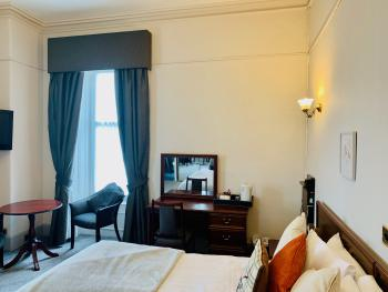 Double room-Ensuite with Shower-Street View-CITY DOUBLE ROOM - Base Rate