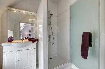 chambre lilas salle d'eau