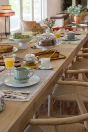 Bastide les 3 Portes Petit déjeuner gourmet à la table d'Hôtes